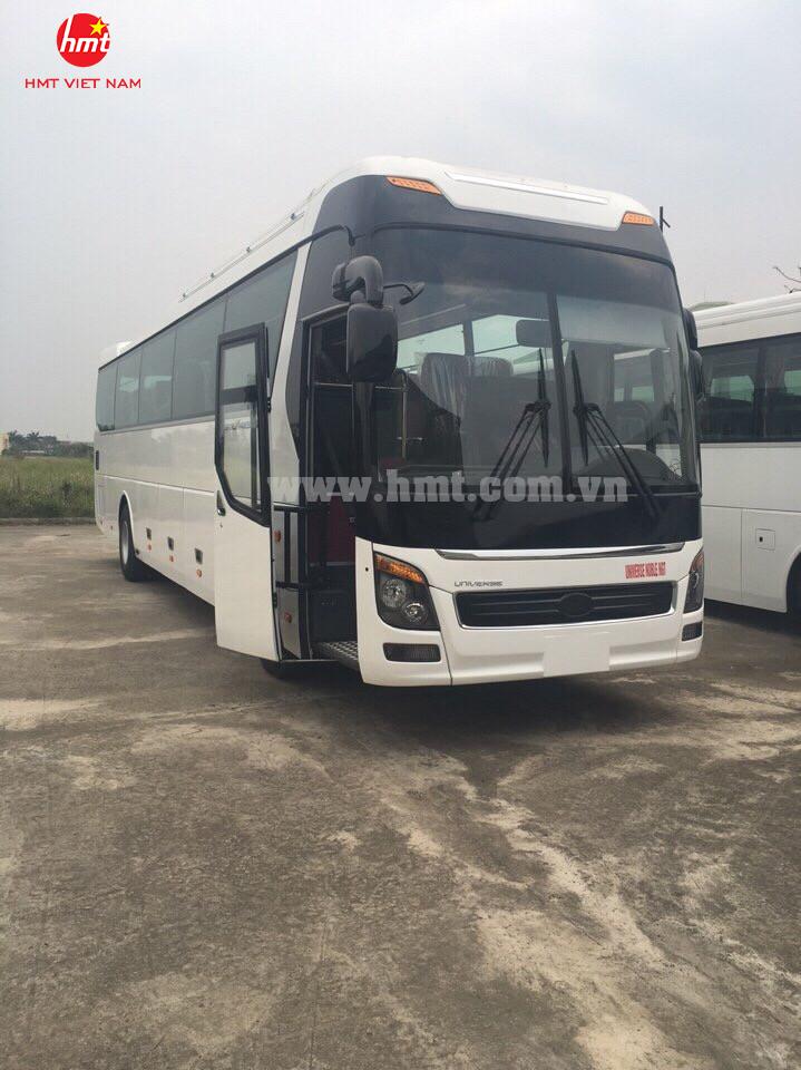 hmt-xe-khach-47-ghe-ngoi-dong-co-doosan-model-2017-1