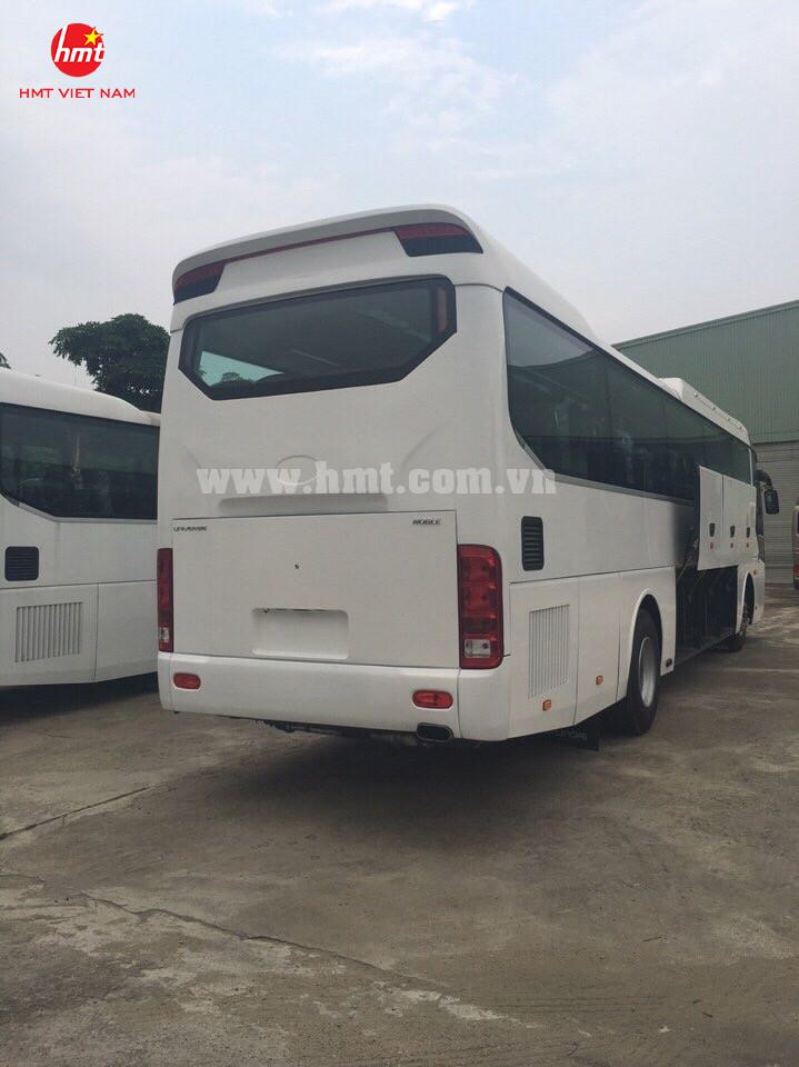 hmt-xe-khach-47-ghe-ngoi-dong-co-doosan-model-2017-4