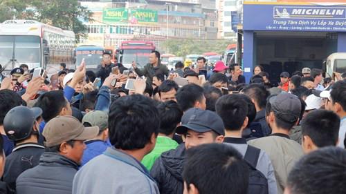 Đứng bờ vực phá sản, gần 30 'nhà xe' vây kín Sở GTVT Hà Nội