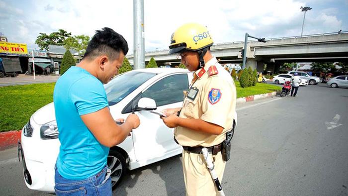 Người mua xe trả góp chính thức được sử dụng bản sao giấy đăng ký phương tiện?